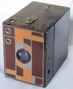 A Kodak Brownie - Ultra Mega High Tech. (Photo credit: By User Ericd on en.wikipedia - I (Ericd) took this picture myself with a digital camera Olympus C-960. The picture was digitally edited (framing, color balance)., CC BY-SA 3.0, https://commons.wikimedia.org/w/index.php?curid=1028894)